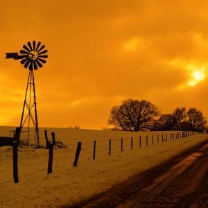 éolienne et coucher de soleil par Stéphane Thirion